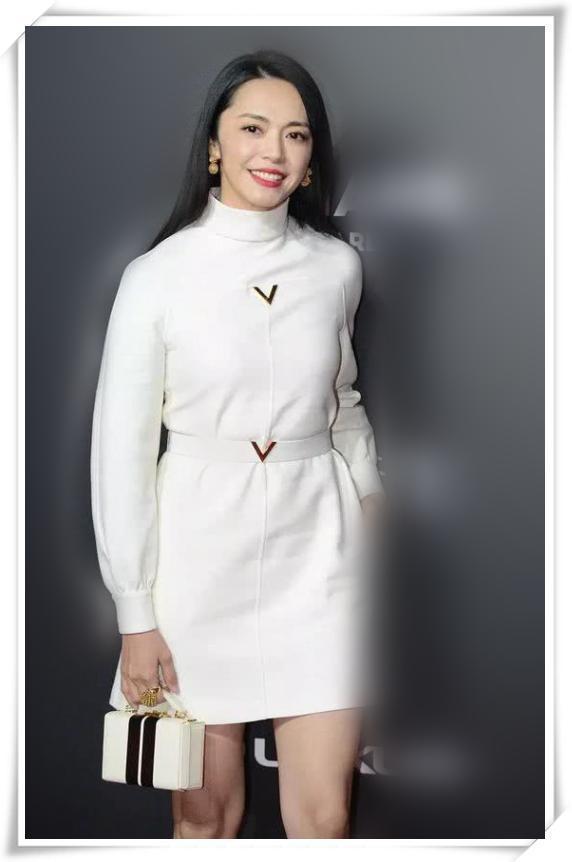 姚晨这才叫逆生长!一袭白裙美得让人不敢靠近,39岁比19岁还漂亮