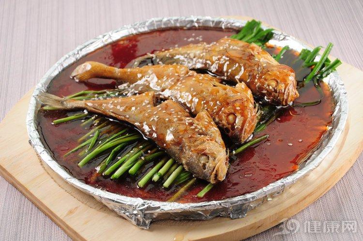 研究发现:老人多吃鱼可以少病痛!但是有3种鱼要少吃