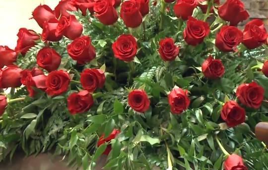 玫瑰去了天堂!张欧影追悼会曝光 父母神情哀伤