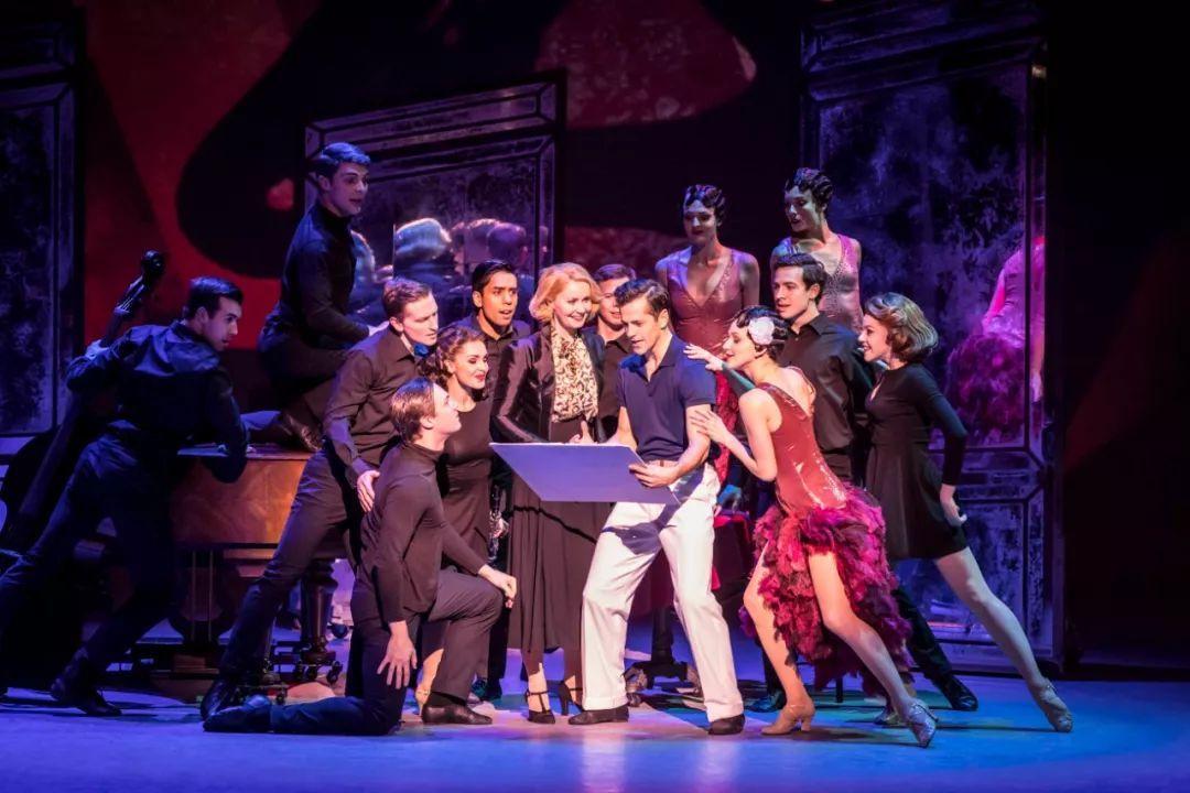 戏剧高清放映|纯粹的音乐剧舞台魔术《一个美国人在巴黎》