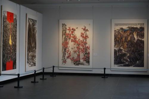 贵州省第四届美术专业比赛获奖作品展开幕