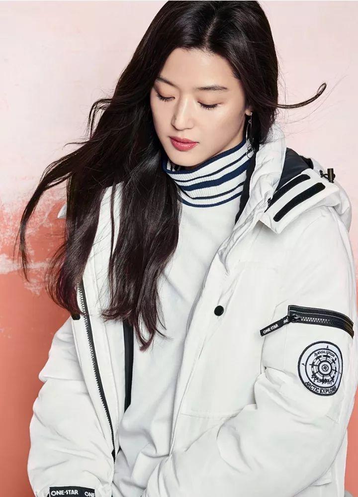 2018冬天,白色羽絨服火了!