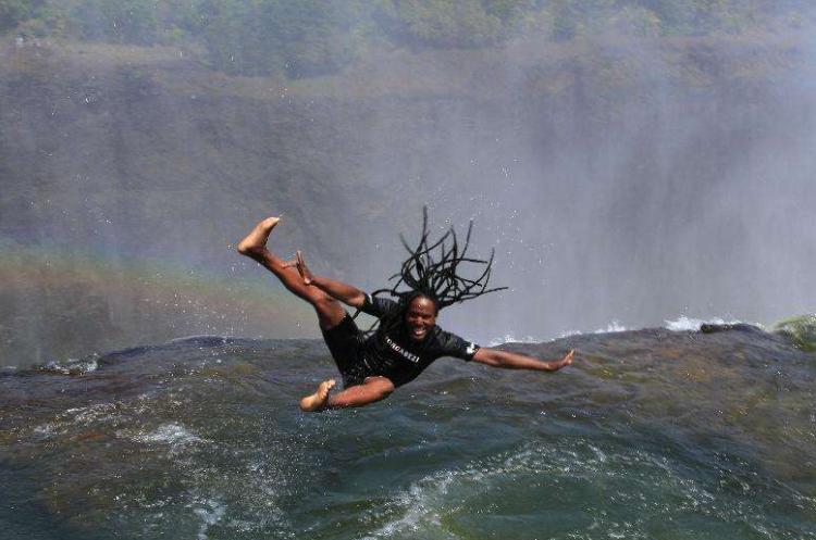 全球最恐怖的三个游泳池,第一个池水如血,最后一个用生命在游泳 作者: 来源:旅途奇闻