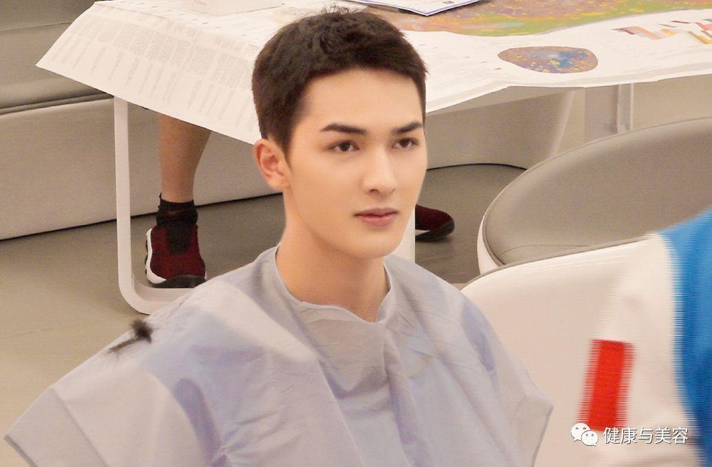 千玺杨洋开启2019年流行发型,小癞子头让男性荷尔蒙飙升!图片