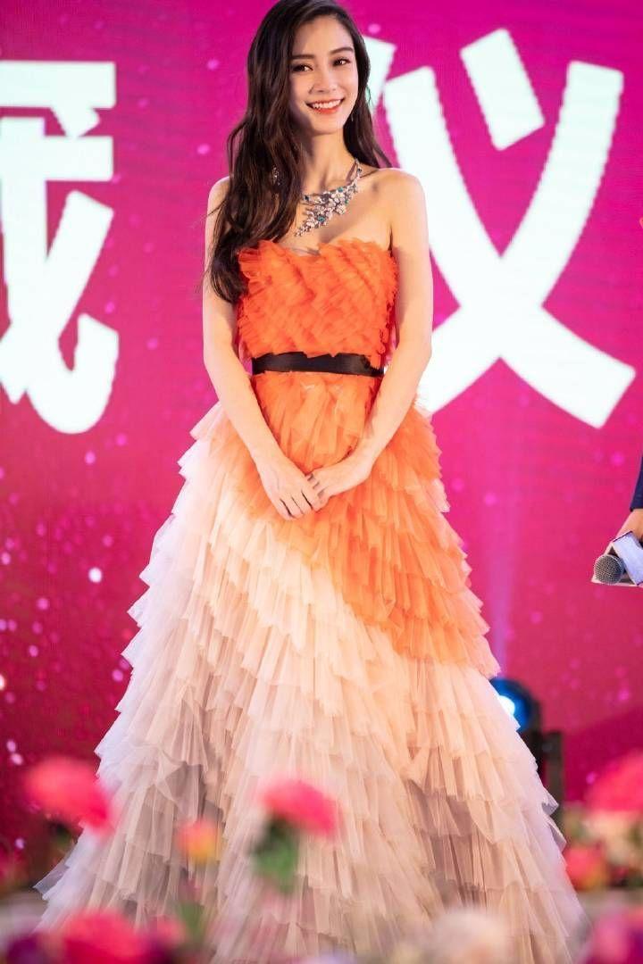 杨颖穿礼服沟都露出来了,珠宝项链好大颗,贵到买不起!