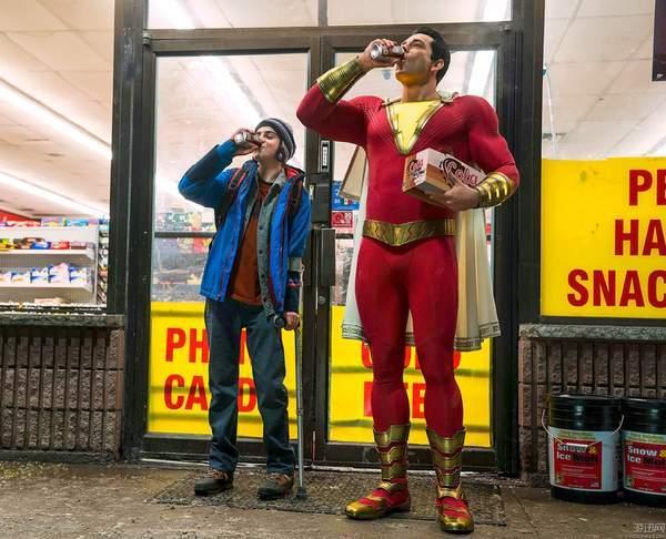 DC電影《沙讚》新海報曝光 小學生變身,表情笨蛋喜感