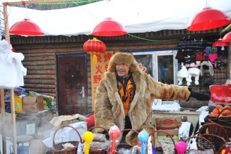 东北冬天还吃冰棍?水果与冰棍直接放地上卖,价格翻倍却无人嫌贵 作者: 来源:旅途奇闻