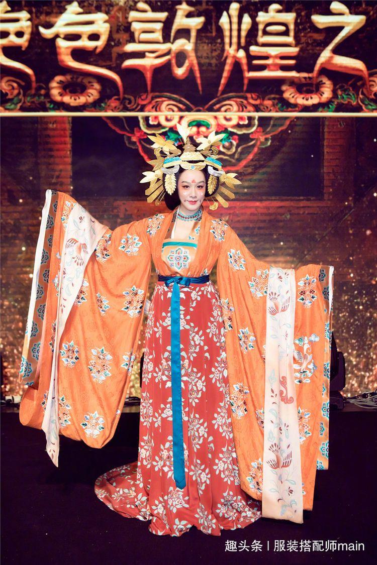 鍾麗緹唐服展現敦煌絕色,未免太華美了吧!猶如壁畫走出來的仙女
