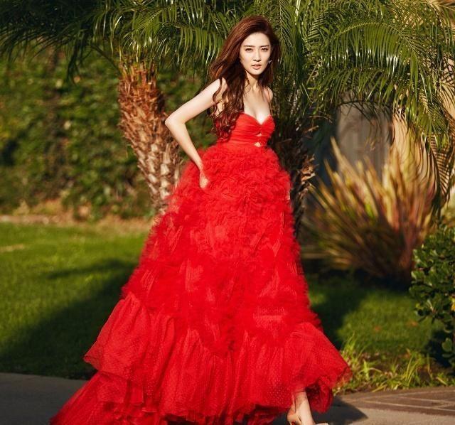 徐璐让我大开眼界,一条红裙,性感成大姑娘!