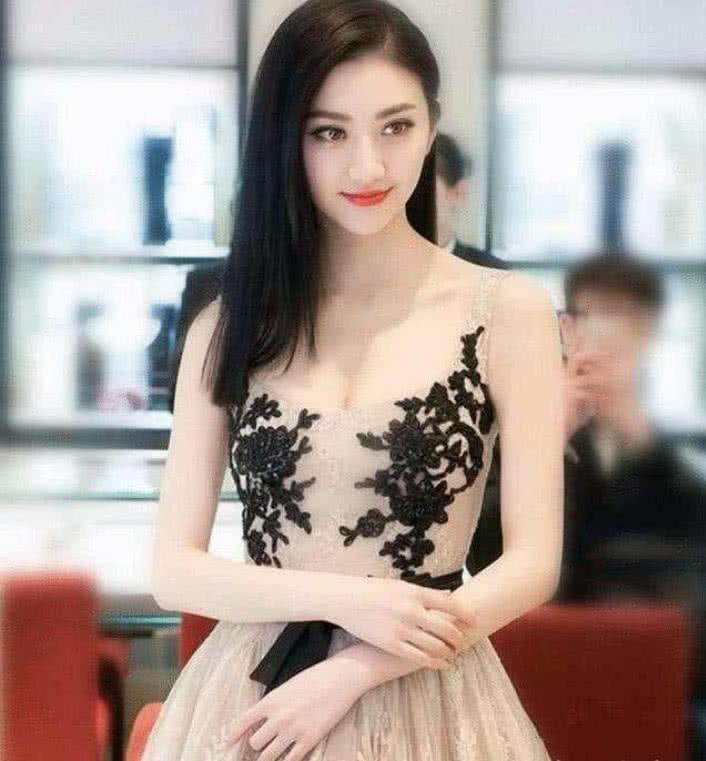 30岁的景甜就高高在上的仙女,31岁的她则更加美艳