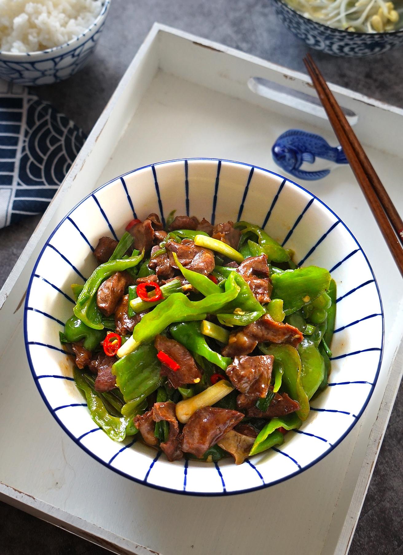 炒猪心的做法视频_猪身上这块肉,才最嫩又好吃,配上青椒炒一盘,馋的老公直流 ...