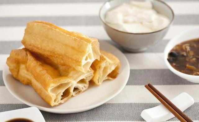 """早餐第一口吃什么最""""长寿""""?早饭桌上坚决不能有这2种食物"""