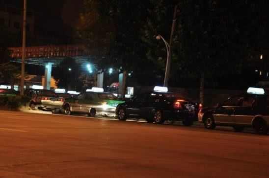 回家凌晨盯上,被出租车司机醉酒后抱进情趣用情趣酒店预订西宁图片