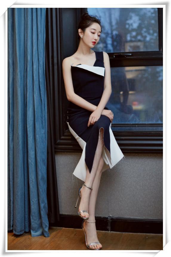 蒋梦婕不对称礼服出席公益活动,肤白貌美心又善,网友:路转粉了