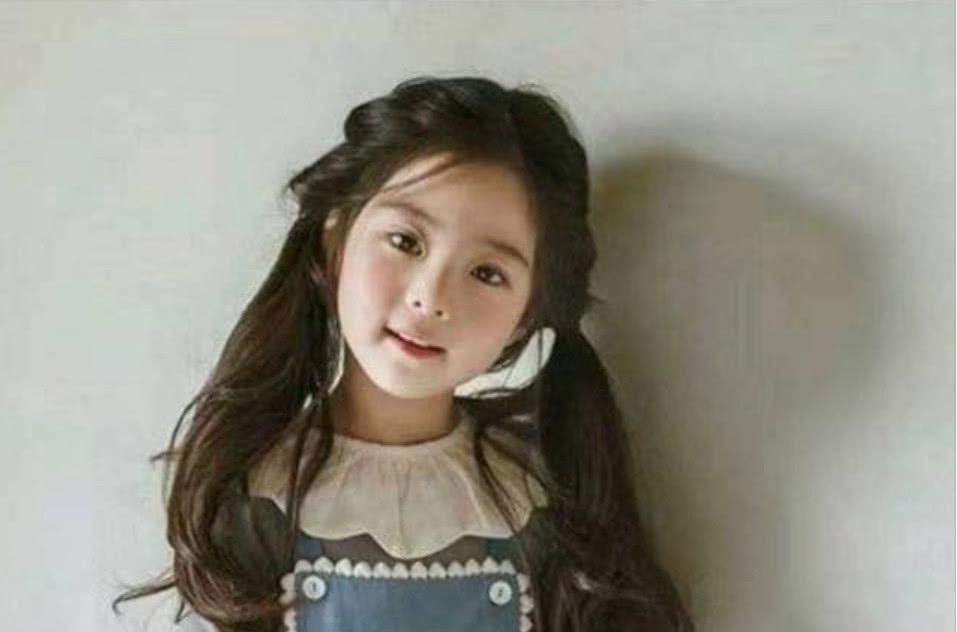 6岁女孩因太漂亮,被质疑 整容 ,看到女孩父母后,不淡定了 孩子
