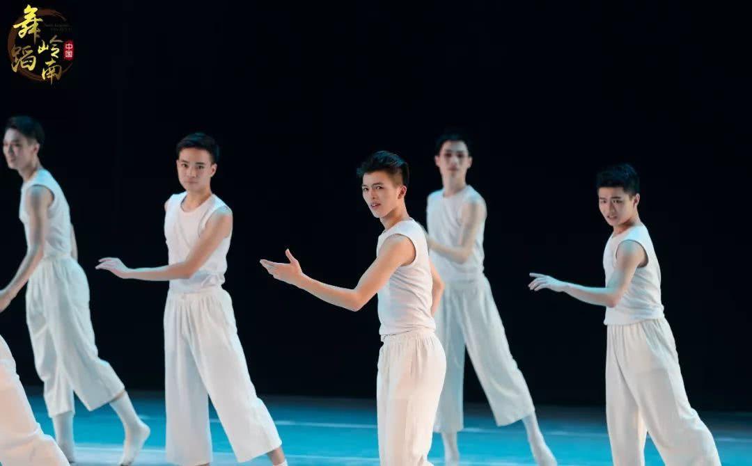 《逐梦学系》--星海音乐学院彼岸舞蹈2019届舞自学设计脱产图片