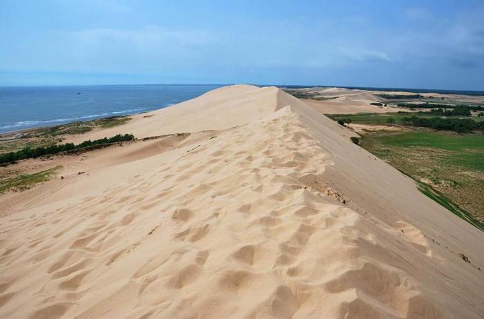 中国奇特的海洋沙漠美景地,一半海水一半黄沙
