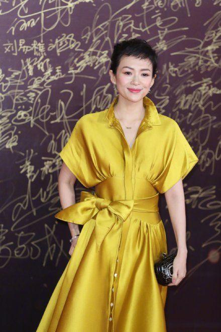 章子怡狗啃短发惊艳全场,搭配黄色礼服,美极了!