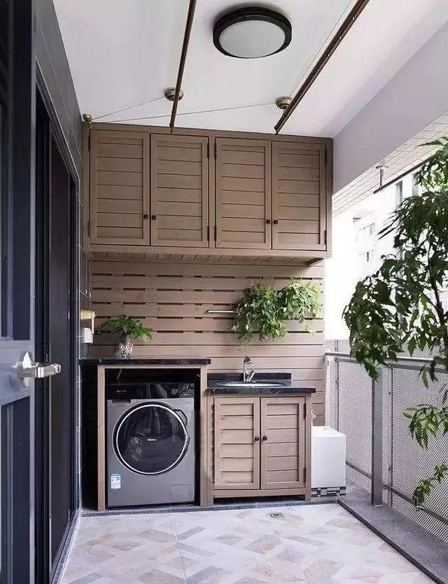 开放式阳台设计,更有利于空气流通,吊顶安装晾衣支架十分方便.