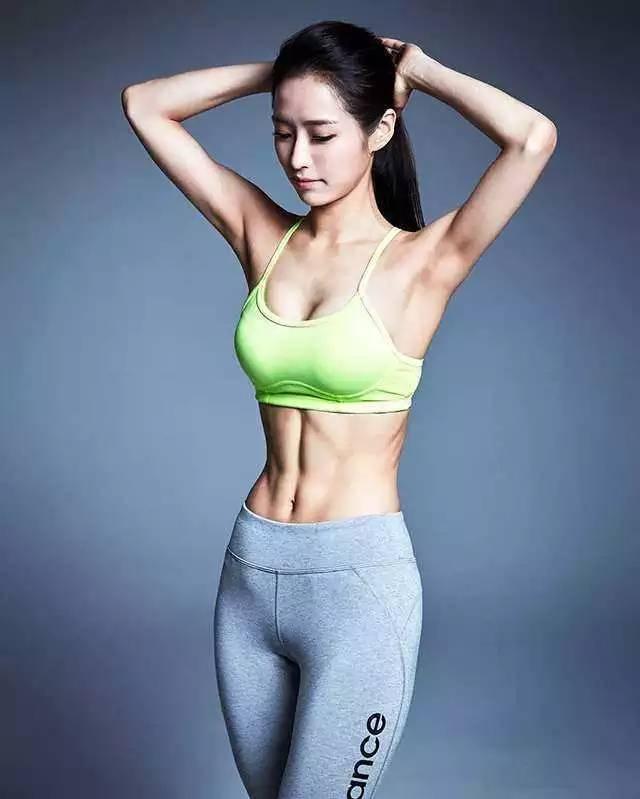 女性养生训练动作,帮助打开身体活动度,提高新陈代谢