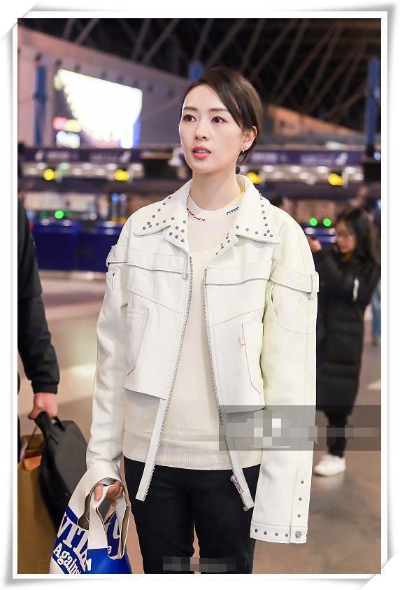 童瑶终于不低调了,一身白衣气质炸裂,网友:章子怡被比下去了!