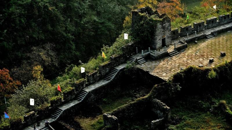 湘西藏有一座长城,将苗汉两族断开,气势不输北京八达岭长城!