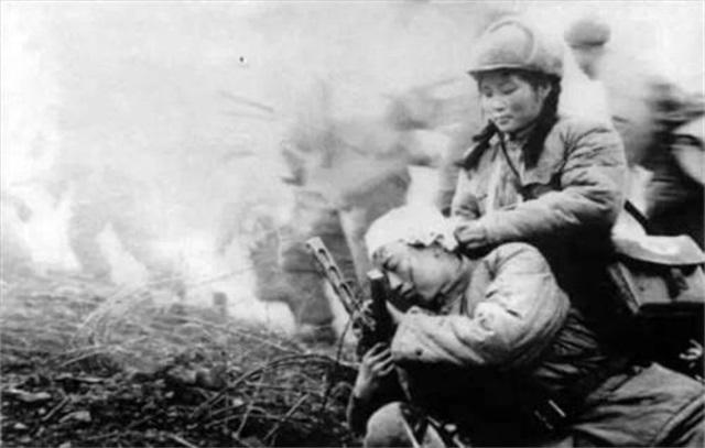 朝鲜战场中美士兵首次肉搏, 创纪录缴获美军四架飞机_云山城