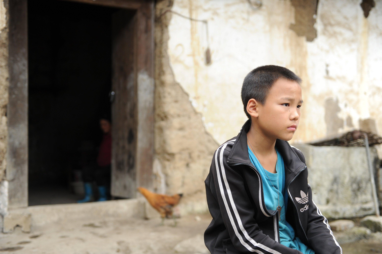 """留守儿童存在的问题_""""我杀的是我妈,又不是别人"""":被溺爱的孩子,觉得什么都是 ..."""