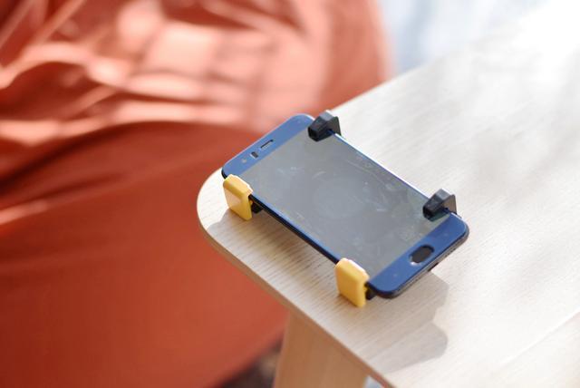 日本摇杆_科技 正文  飞智黄蜂单手手柄摇杆采用alps日本进口摇杆,在操作过程中