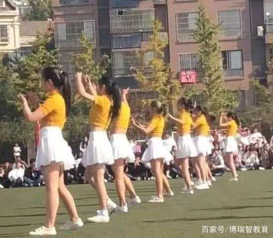 中学运动会,啦啦队里第3位小姐姐火了 网友:我的眼睛骗我了