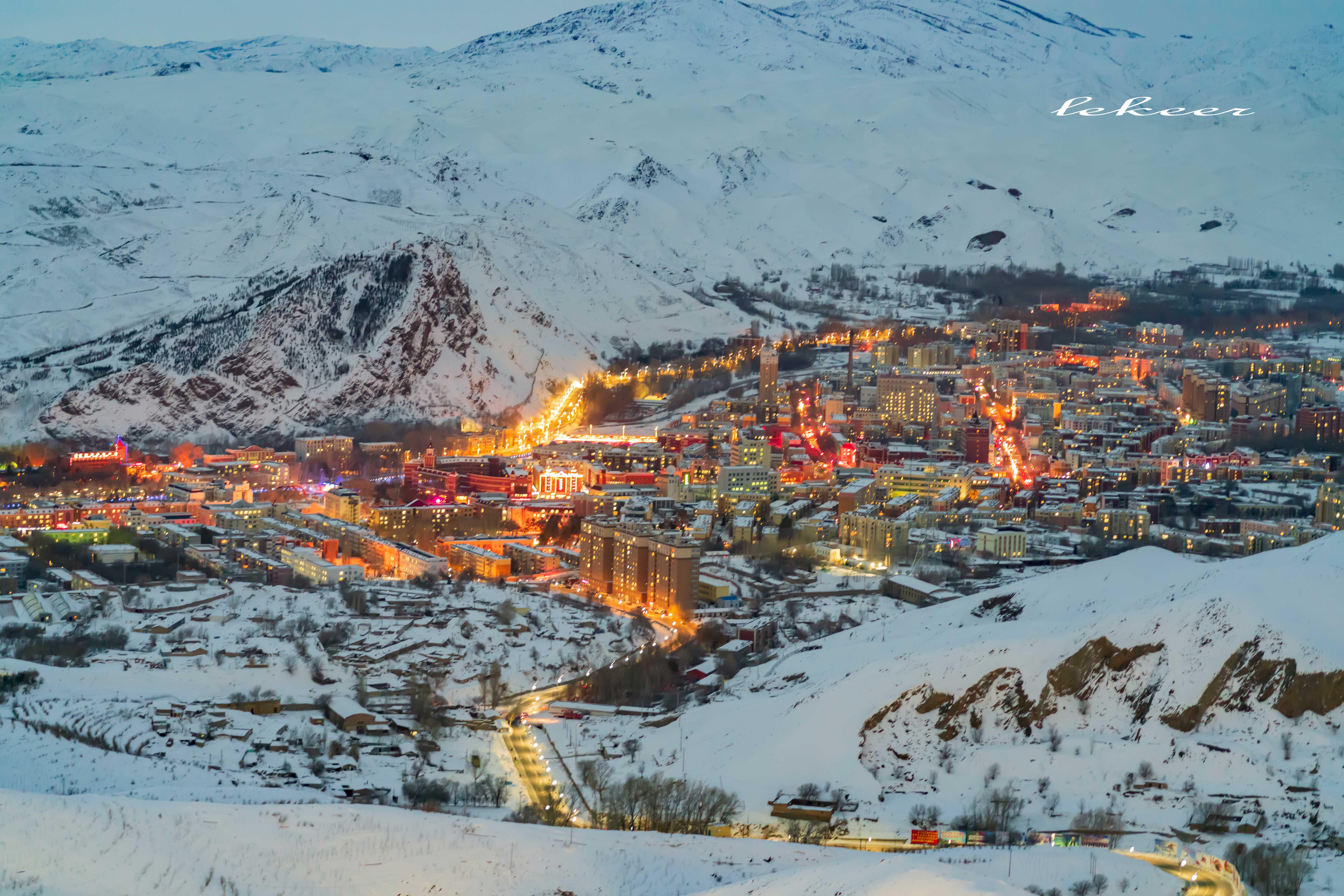 因此,如果你旅游到了阿勒泰,会不会滑雪是另一回事,但如果不到将军山