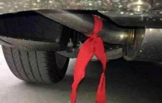 违章查询:买新车时别再让4s店给绑红丝带了!