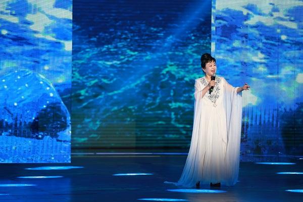 回顾中国金曲40年,这一台盛典有我们最熟悉的歌声