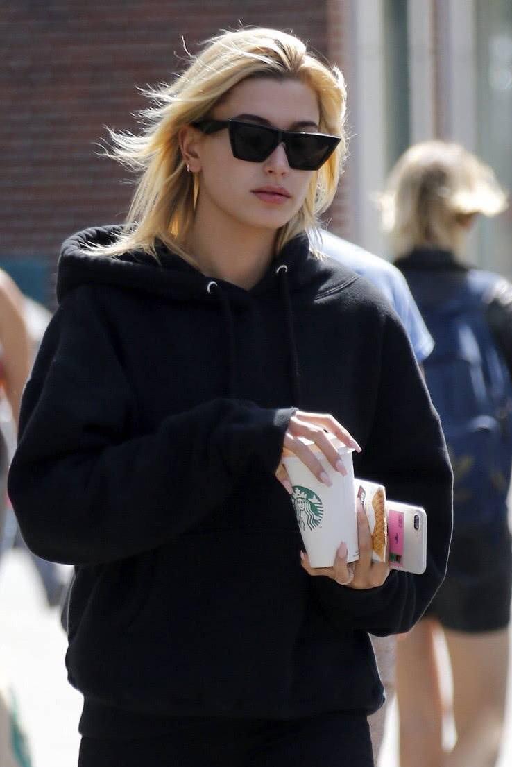 海莉向肯豆坦白曾经偷看贾斯汀比伯的手机,足见她不放心赛琳娜