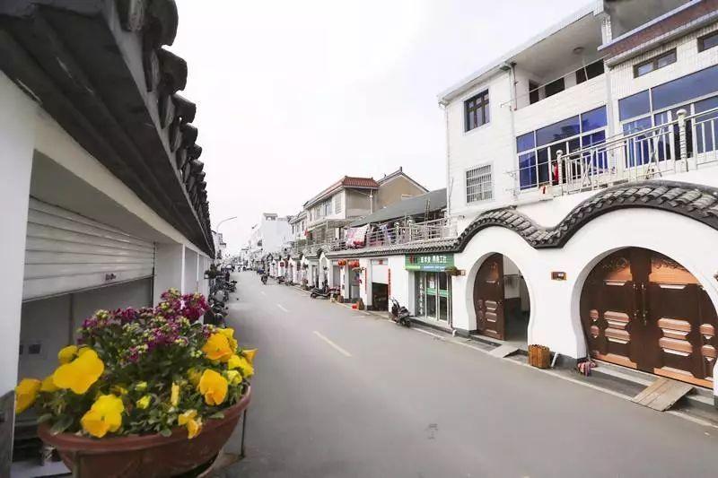 """漫步在西扆村的文化园乃至小巷,都能通过墙绘,小品,获得大禹这种""""舍小图片"""