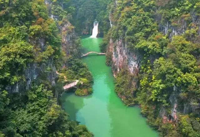 温泉群风景名胜区,国家4a级旅游风景区,在贵州石阡县南部城南松明山下
