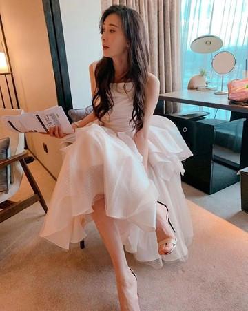 《花样姐姐》林志玲晒白纱照,44岁美如仙女,配文引网友催婚!
