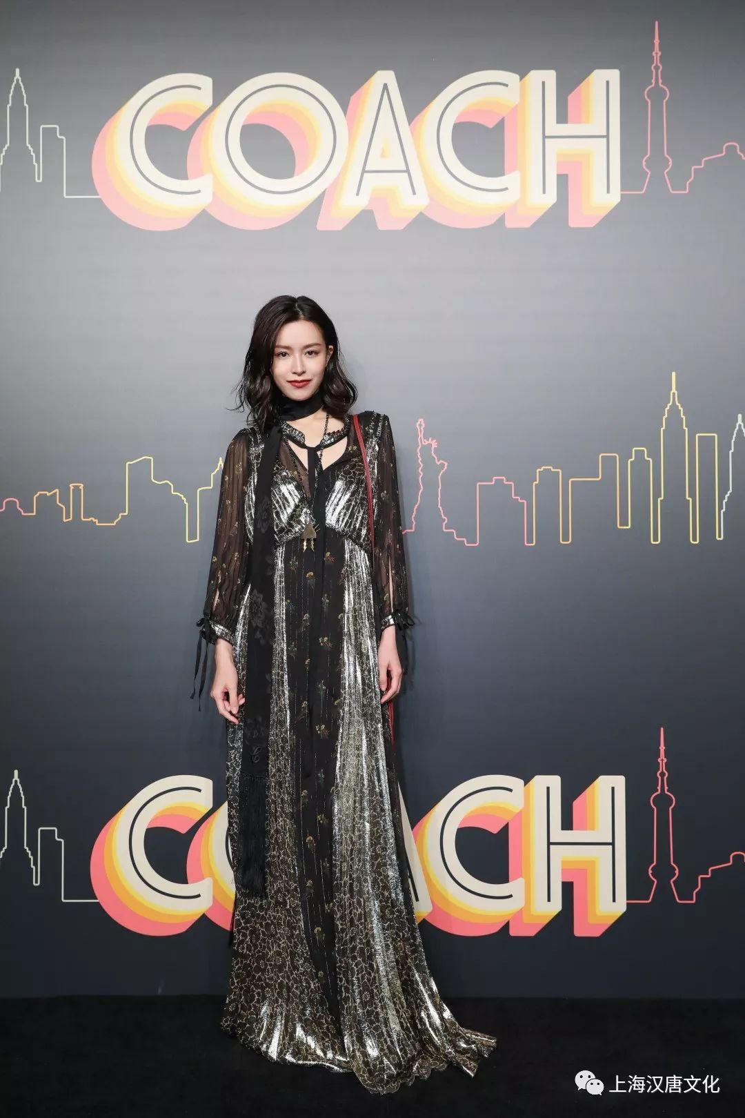 中国摇滚乐歌手排名_霓虹灯,的士车声让人恍若置身纽约街头,回荡的摇滚乐符合摇滚歌手