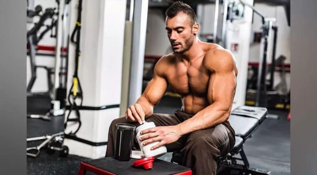 健身这么久,应该怎么选择分离蛋白粉还是乳清蛋白?