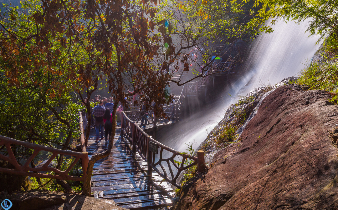 这个冬季,跟我去看国内落差最大的高山瀑布