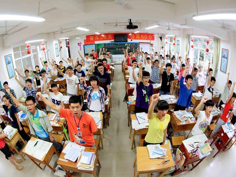 高中生入学教育视频_亲爱的高中生,其实,在你看不到的地方,高考很残酷