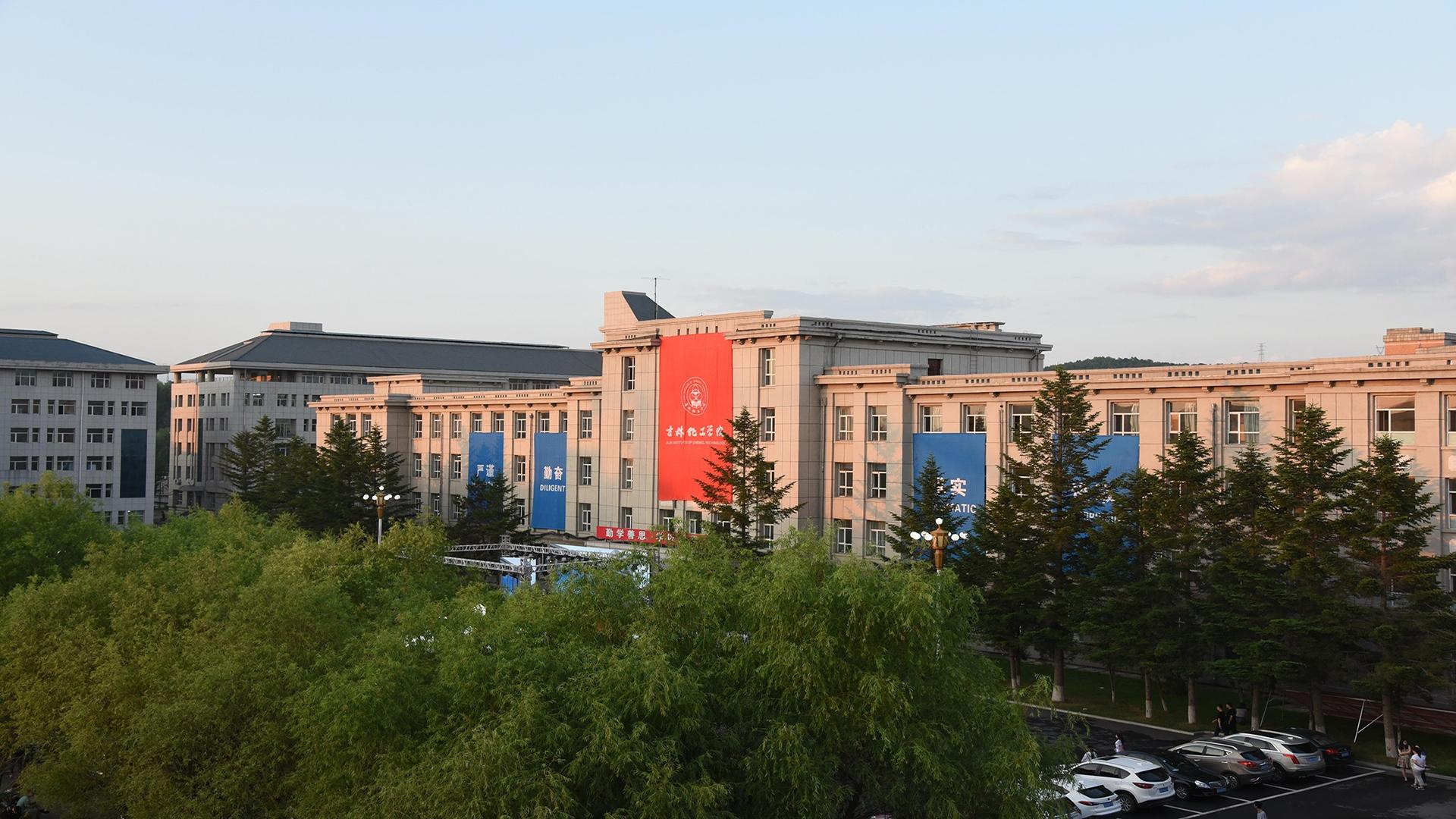 东北师范大学王春刚教授到访环境友好材料制备与应用教育部重...
