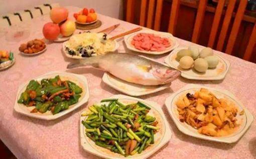 晚饭不吃主食能减肥_【健康生活】不吃晚饭=减肥?别傻了!