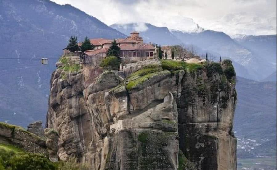 似乎全世界都有把寺庙道院建在悬崖峭壁上的爱好!为什么?