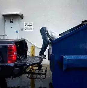 靠捡垃圾年入20万美元,这个程序员小哥走上了人生巅峰…