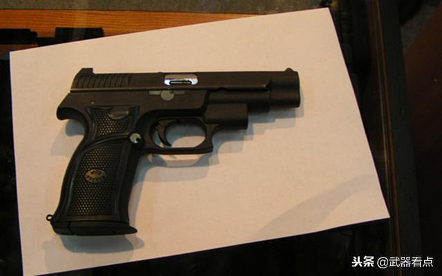 后仓击锤_手枪没有击锤,有膛内有弹指示器,有保险装置避免意外击发.
