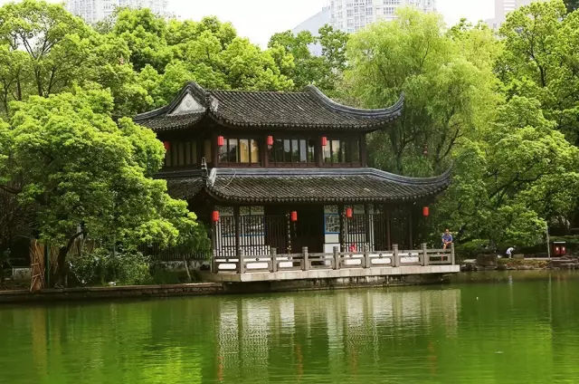 亚洲现存最古老的私家藏书楼,藏景于书,融书于景!