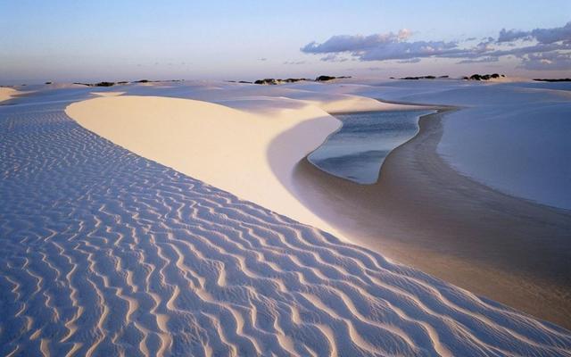 """全球最""""神奇""""的沙漠,到处都是湖泊,而且鱼虾成群"""