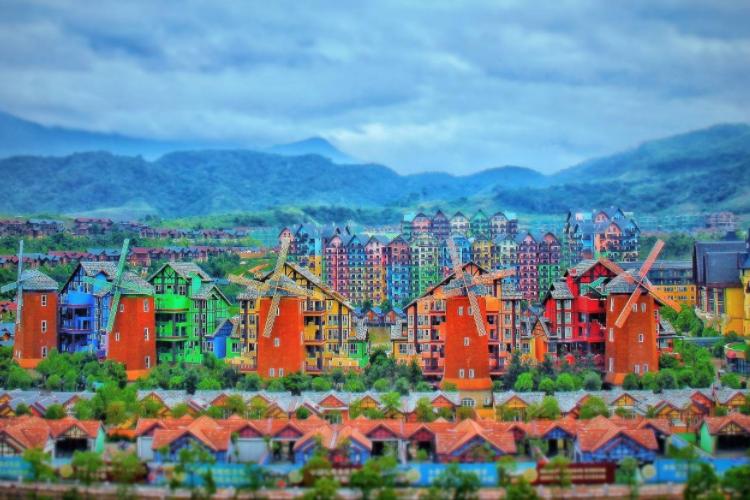 广东色彩缤纷的糖果色小镇,犹如置身童话世界,有没有撩到你呢?