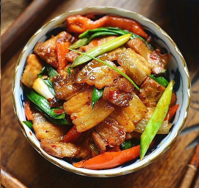家常回锅肉,肥而不腻,香辣过瘾,好吃又下饭,3碗米饭都不够!